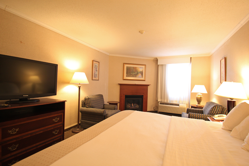 hotels with a fireplace in room. Fireside Inn Portland King Fireplace Room  Suites Maine Located off Exit 48 of I